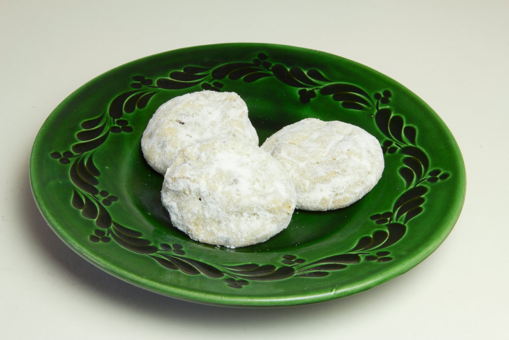 Mexican wedding cookies christmas only dobo 39 s delights for Traditional mexican wedding cookies